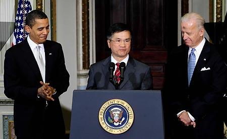 President Barack Obama announces his nominee for Commerce Secretary, former Washington Gov. Gary Locke, on Wednesday, Feb. 25, 2009. (Xinhua)